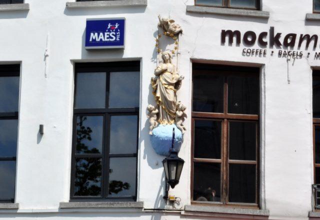 Rzeźba Matki Bożej w Centrum Antwerpii