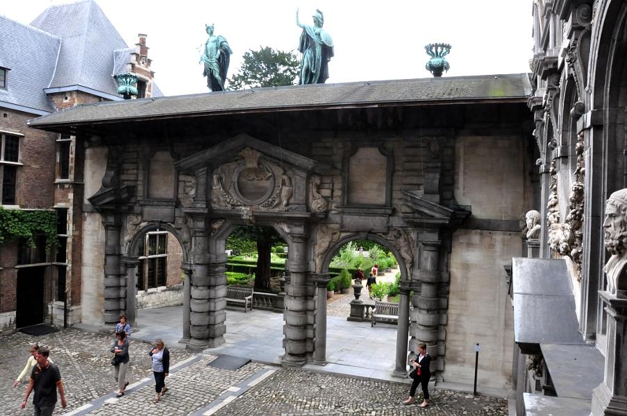 Rubenshuis - brama w stylu włoskiego renesansu