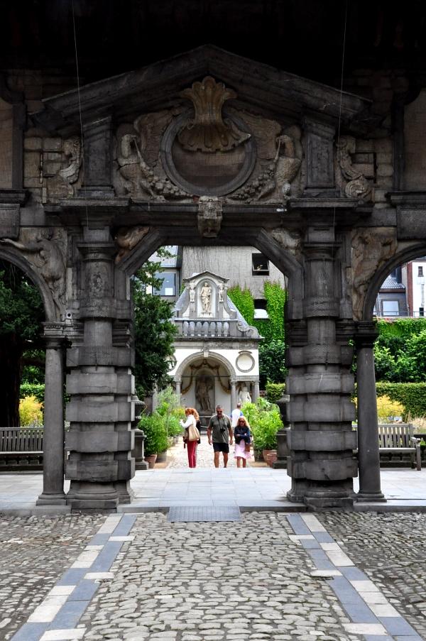 Rubenshuis - brama w stylu renesansu włoskiego (fragment)