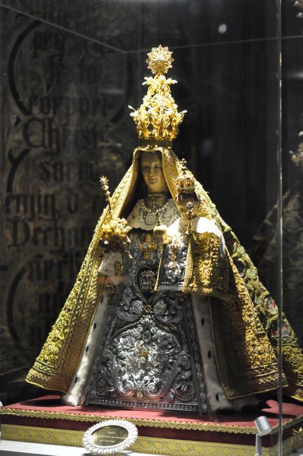DeOnze-Lieve-Vrouwekathedraal - Figurka Najświętszej Marii Panny - Katedra - Antwerpen