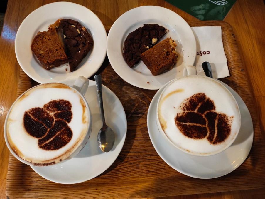 Costa Coffee - cappuccino i ciastko