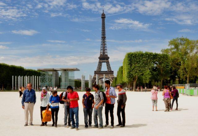 Pakistański młodzieżowy klub tenisowy na wycieczce w Paryżu