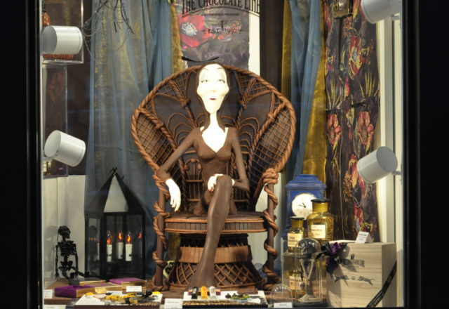 morticia addams - the chocolate line - antwerpen