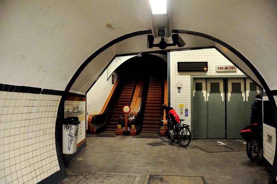 Tunel św. Anny - wejście do windy